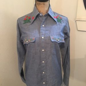 Vintage hand embroidered Wrangler button down